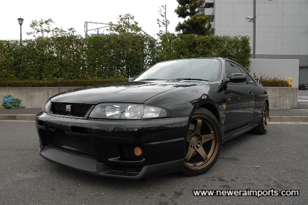 Highly desirable Nismo GT4 18'' alloys set this car off perfectly!