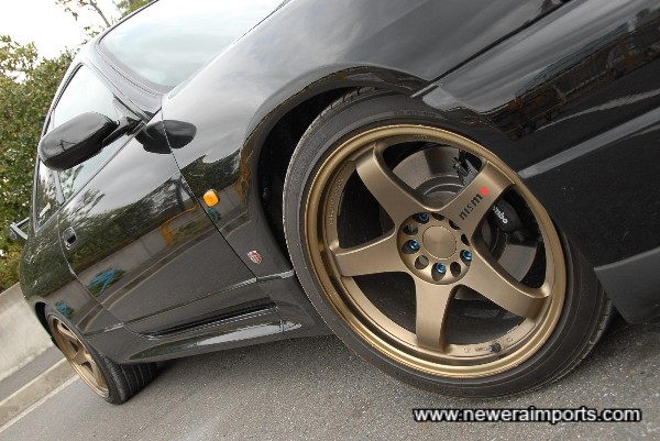 18'' Nismo GT4 forged monoblock alloy wheels.