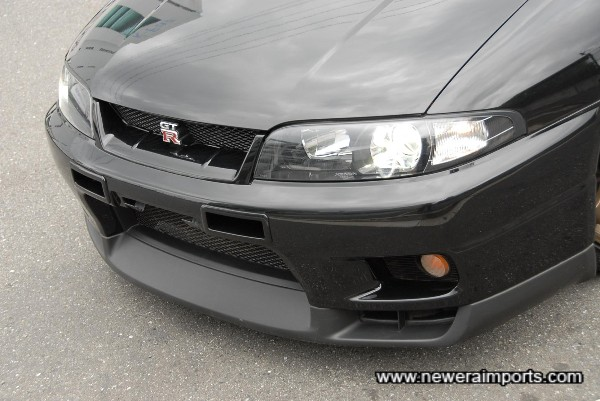 Later model (Introduced in 1997) original front splitter. Also note Nismo intercooler vents.
