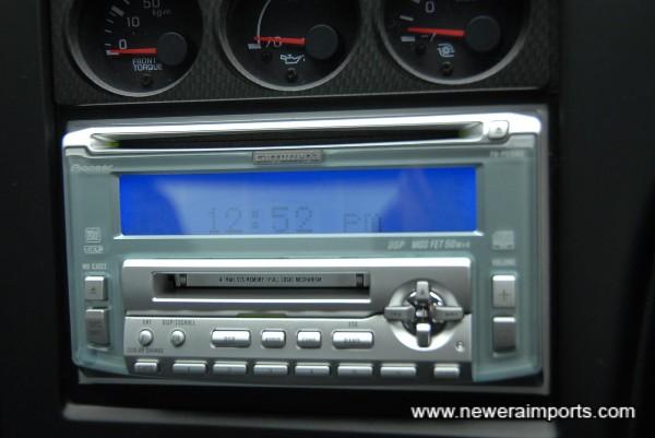 Pioneer Mos FET 200W CD/MD/Radio.
