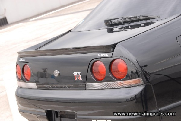 Signal Drag Spec rear spoiler now replaced with an original R33 GT-R rear spoiler.