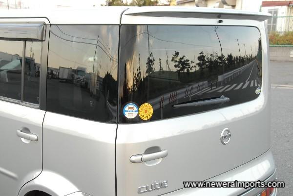 Privacy rear glass - Note rear spoiler.