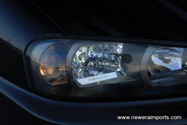 Original option Xenon HID headlights are fitted.