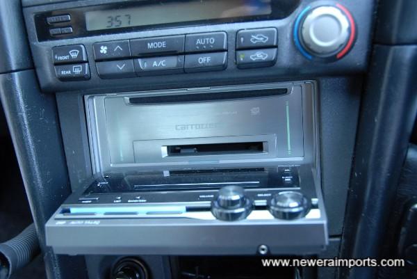 CD/ MD / Radio.