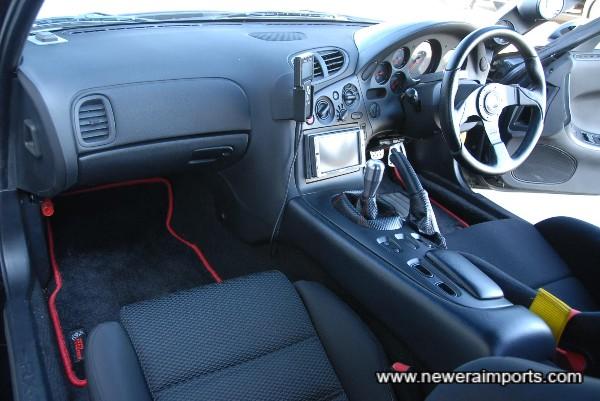 Note FEED fitted mats with red edging and embroided logo.