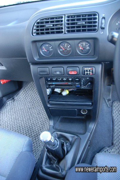 No hifi is fitted - Original mounting plates in place. DIN fitting kit can be supplied.