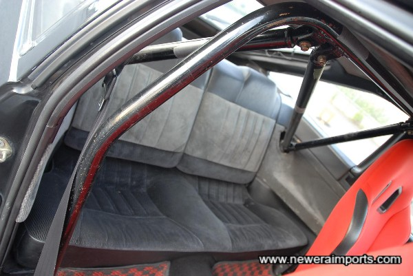 Rear roll cage.