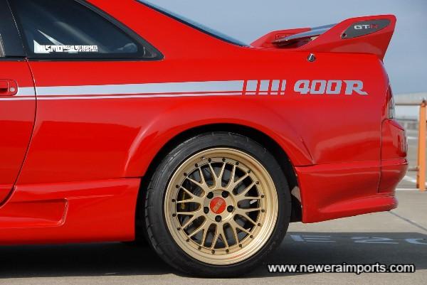 Rear: AP Racing 4 piston callipers & matching disc brakes.