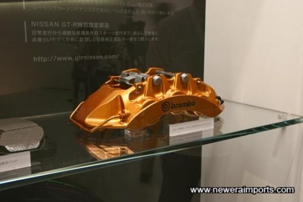 Brembo Monoblock Calipers. Front: 6 Piston. Rear: 4 piston.