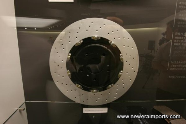 Two-Piece Floating Rotor  15'' discs with diamond pattern internal ventilation.