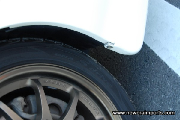 Tyre type shown.