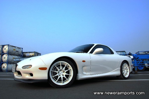 Enkei NT03 Forged alloy (Lightweight) 17'' wheels set this car off very well!