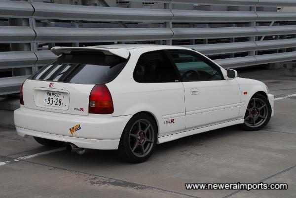 Buddy Club P1 Racing wheels set this car off well.