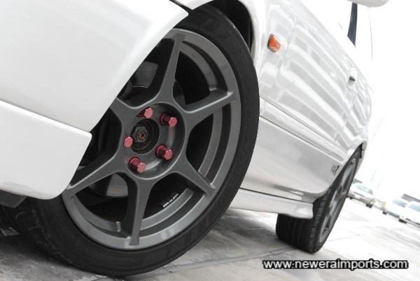 Buddy Club P1 alloy wheels with Advan AD07 Sports tyres (205/45-R16).