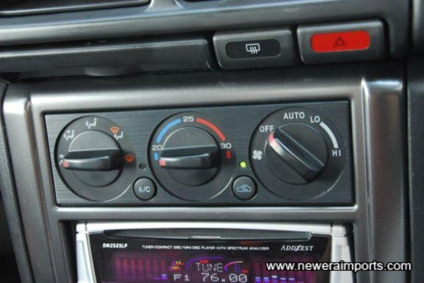 STi 5 has facelift heater controls (Never introduced on UK P1 models).