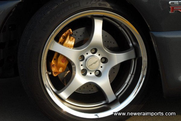 Brembo BNR34 callipers with cross drilled rotors (Uprated).