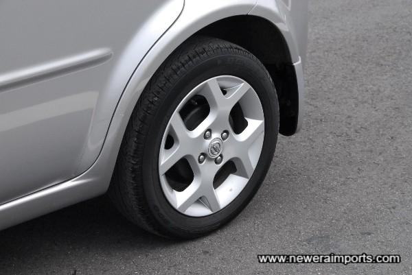 Original Option Alloy Wheels.