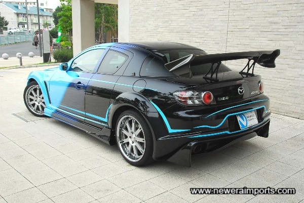 Paintwork is top quality - blends from light to dark blue and into black - with accompanying artwork.