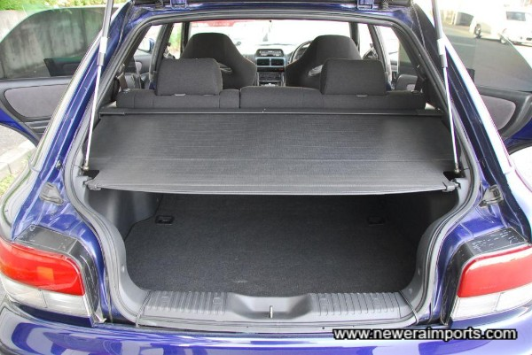 Luggage cover (Original) is included. With this and privacy glass, luggage is safely out of prying eyes.