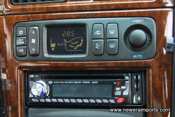 Centre console FTO controls.