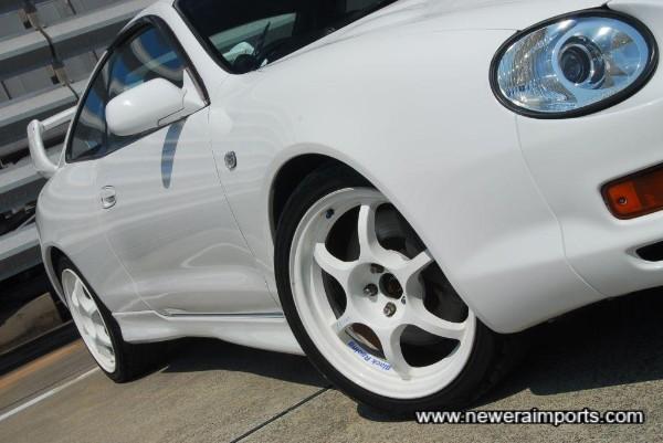 Black racing 17'' wheels set this car off beautifully.