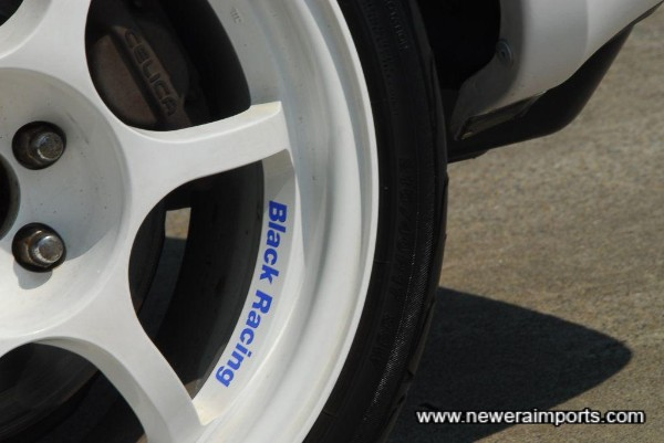 Black Racing N1 17'' wheels.