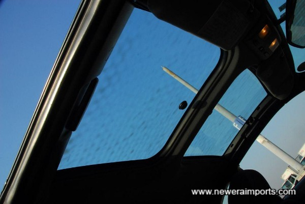 T-bar roof glass - no covers fitted.