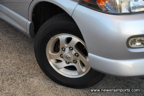 Original alloy wheels. Note the bumper has some minor grazes - to be repainted as part of full UK OTR preparation.