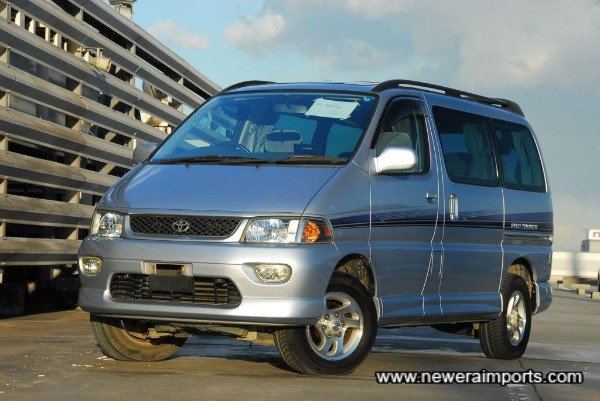 Full Spec. incl. permanent 4WD, Twin Sunroofs, 7 seats, etc.