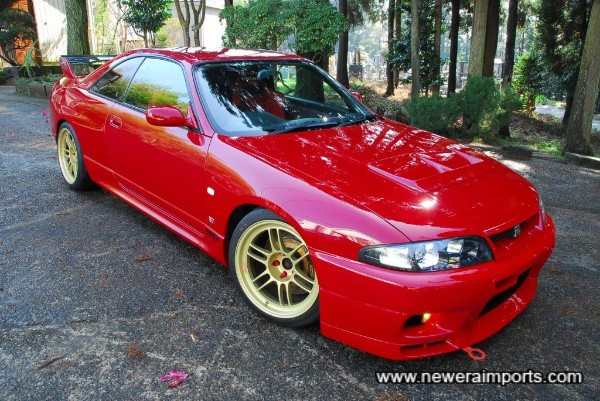 18'' Enkei RPF1 forged lightweight alloy wheels suit this car very well.