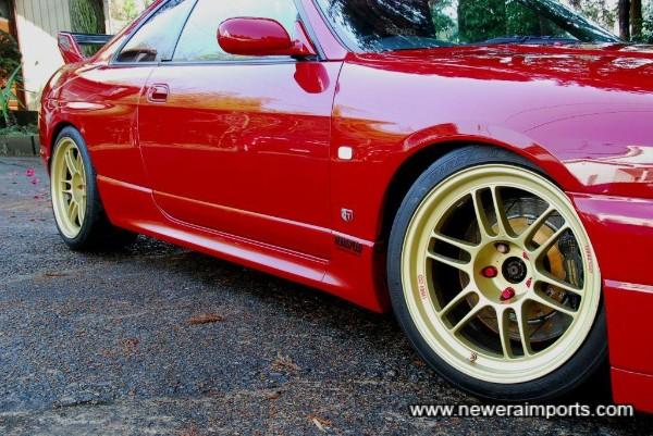 Enkei RPF1 Forged Aluminium 18'' rims with Dunlop S tyres.
