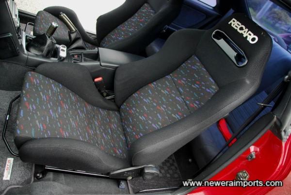Passenger seat has lumbar adjustment (Inflatible).