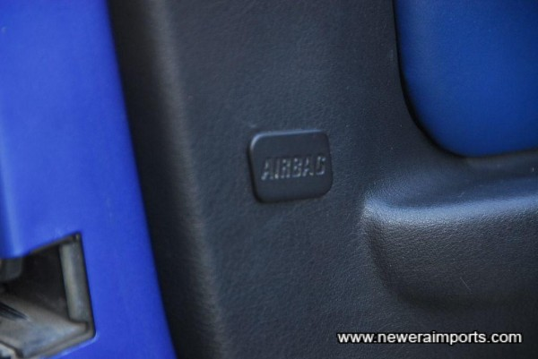 Door SRS airbags fitted (Original option).