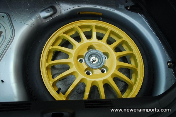 Lightweight aluminium space-saver spare wheel.