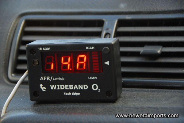 Wideband A/F gauge. Note that a couple of the LED display cells do not work.