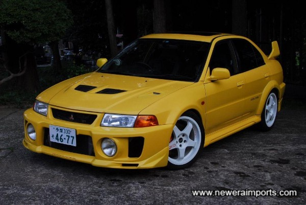 This Evo 5 GSR is stunning with 18'' O.Z. Wheels.