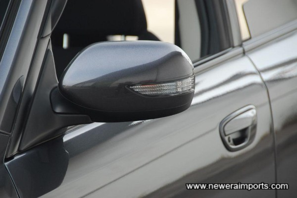 Original LED side repeaters are integrated into the (electrically folding) door mirrors.