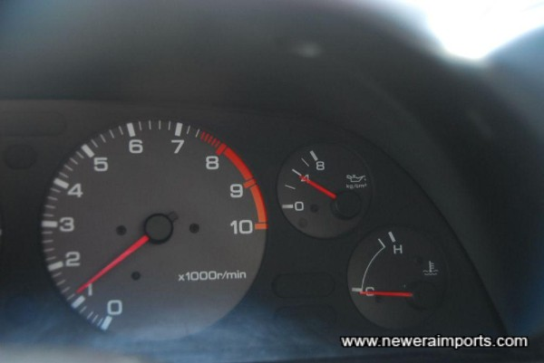 Oil pressure at idle when cold is 4 bar on standard gauge. A sign of excellent mechanical health.