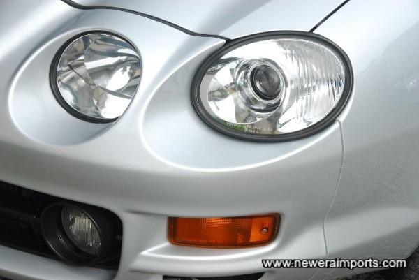 Original facelift type headlights - only introduced at the end of the production run of the ST205 Celicas.