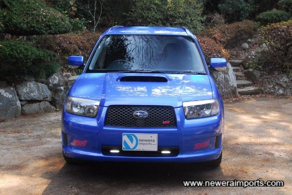 This is the facelifted model introduced from 2006 on for Japan only.