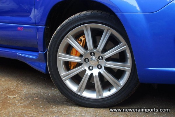 Wheels are in near new condition with no scratches - no corrosion of course.... wait till you see the pic of the underside!