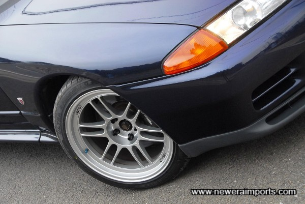 Enkei RP F1's of 18 x 9.5 + 15 size. Tyres are brand new NS-2's of 245/40R18.