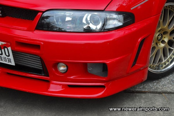 400R front spoiler with clear front repeaters.