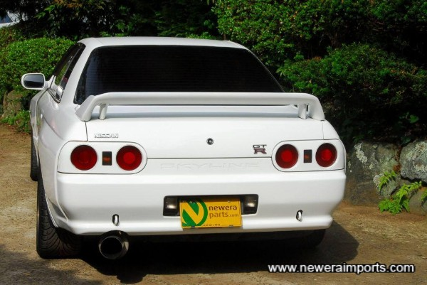 Nismo style rear lip spoiler is available.
