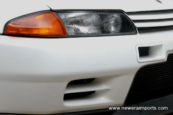 N1 headlights and original Nismo intercooler ducts are fitted.