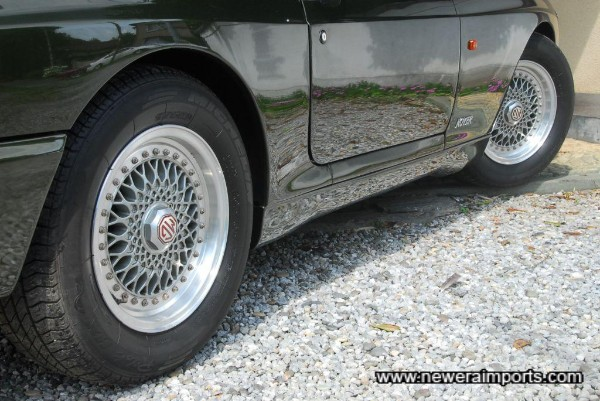 Wheels are in near new condition with no scratches.... wait till you see the pics of the underside!
