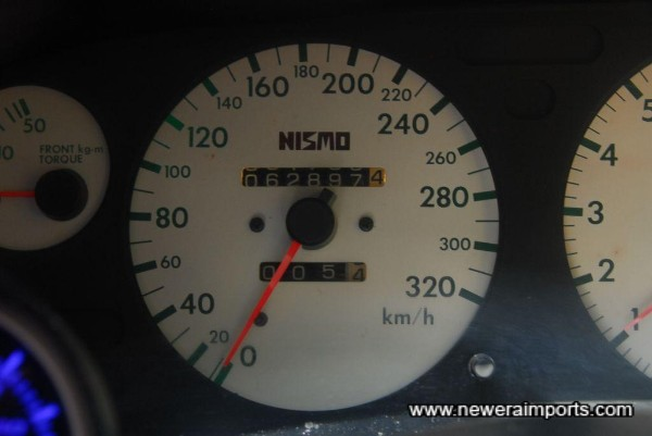 Note: Speedo shows mileage in km.