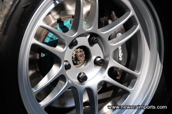 Semi floating Project Mu front brake rotors.