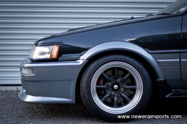 Greddy 6 pot 282mm brakes hide behind 15'' Watanabes. Serious stopping power needed here!