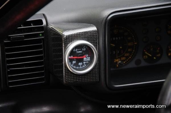 Boost gauge fitted in neat carbon fibre holder (From Garage Italia, Tokyo).
